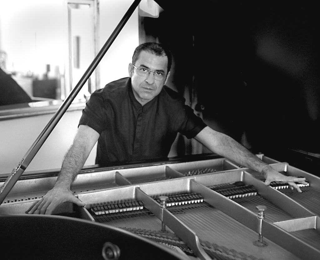 Alvaro Teixeira Lopes PIANOlow
